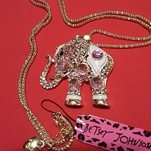 Beautiful Betsey Johnson elephant necklace NWT